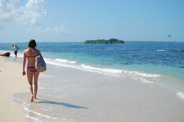 Bocas del Toro, in Panama's Caribbean, comes highly recommended as a beach town to do homestays and learn Spanish. Spanish student exploring the Zapatillas Islands.