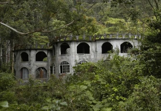 Abandoned castle in Bajo Mono, Boquete, Panama