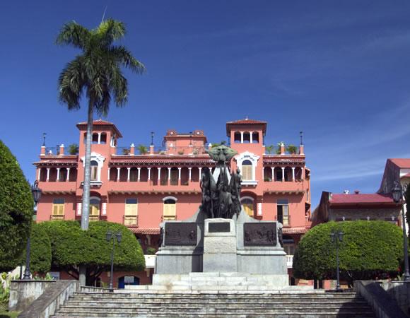 Plaza Simón Bolívar, Casco Viejo