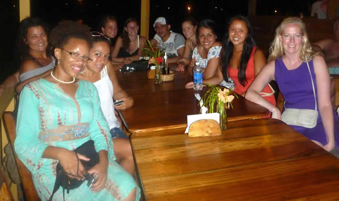 Night out with Habla Ya students at Bibi's on the Beach on Carenero