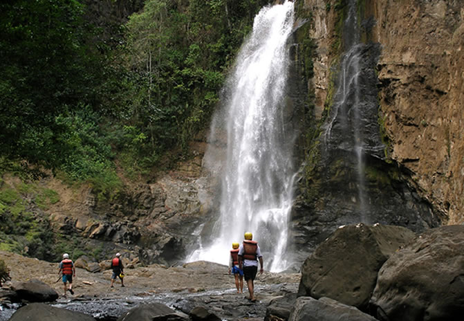 If you go rafting on the Chiriqui Viejo, you'll stop for lunch by an amazing waterfall