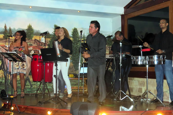 Several weekends every month there is live music at La Posada Boqueteña that you can dance to