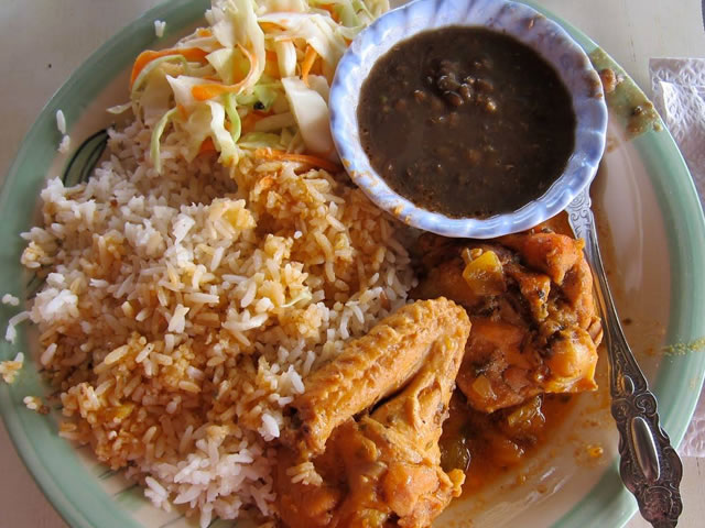 Plate of typical Panamanian food