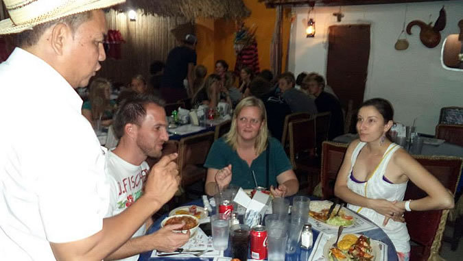 Group of Habla Ya students enjoying a typical Panamanian meal at a local restaurant in Panama City. It's all about being immersed in the language within its culture!