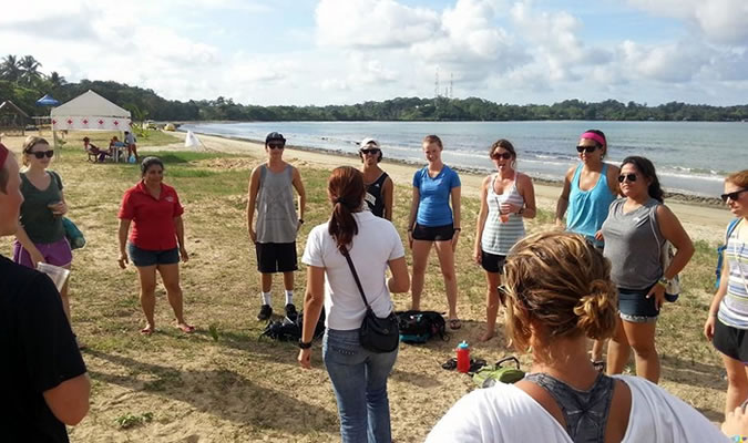 Get together with others to practice your Spanish. You'll have a great time, you'll meet new people and your Spanish will improve. Group of Habla Ya students in Bocas del Toro practicing their Spanish by the beach.