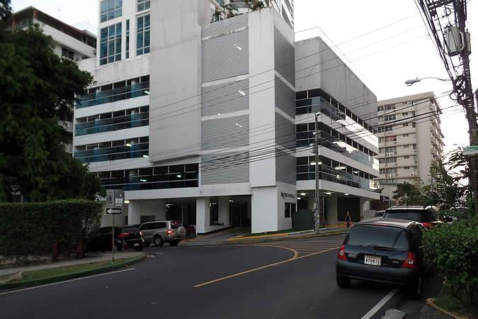 Intersection Ave. 4aA Norte / Calle Arturo D. Motta