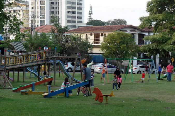 Kids' playing are at Benito Juárez Park in El Carmen, Panama City