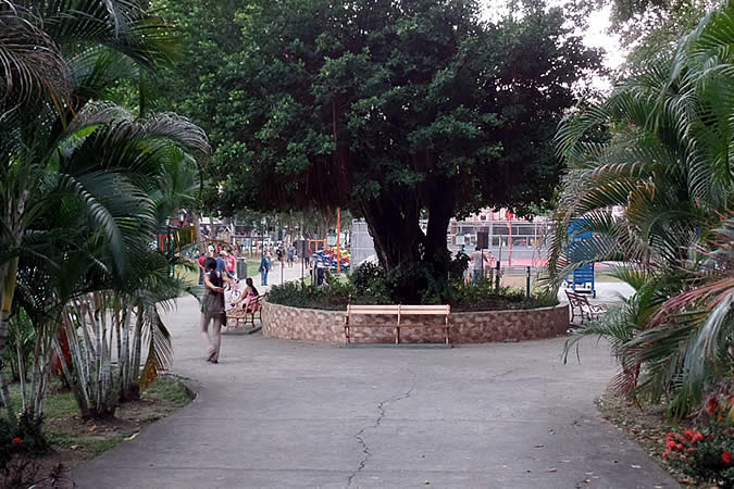 Entrance to Parque Andrés Bello on Via Argentina in Panama City