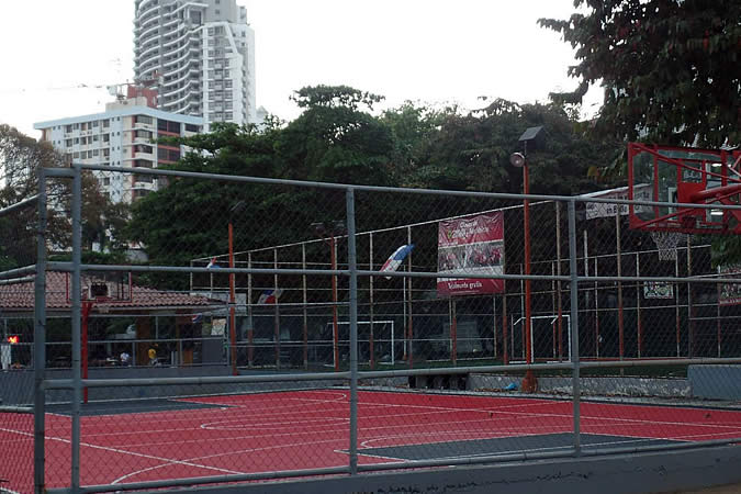 Basketball court in El Cangrejo, Panama City