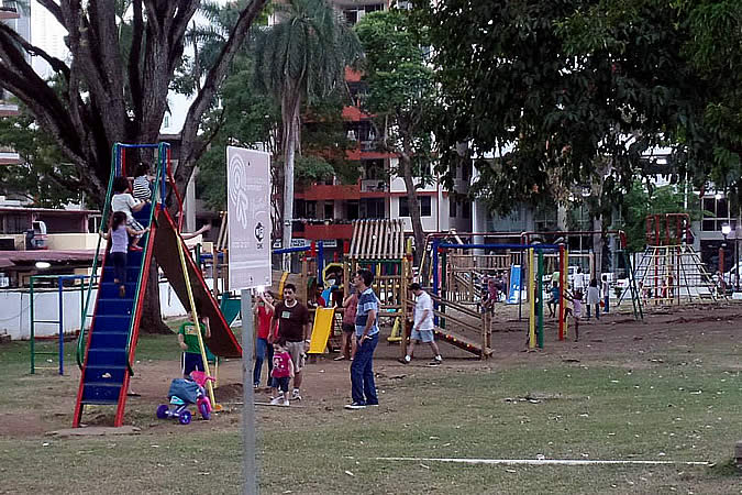 More childrens' games at the Via Argentina park