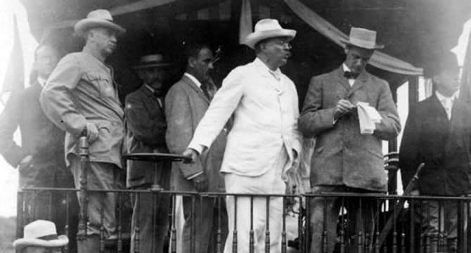 Theodore Roosevelt had a Panama hat when the Panama Canal was inaugurated: that might have also popularized calling the hats Panama hats despite they are from Ecuador
